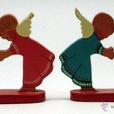 Statuine di Presepe: PAREJA SOPORTES ÁNGELES NAVIDAD MADERA PINTADA AÑOS 50. Lote 41162188
