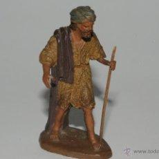 Figuras de Belén: FIGURA DE BELEN O PESEBRE EN TERRACOTA M. CASTELLS, PASTOR CON MORRAL. Lote 42168415