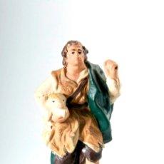 Figuras de Belén: FIGURA DE BELEN O PESEBRE EN TERRACOTA, PASTOR CON CORDERO. Lote 43400608