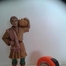 Figuras de Belén: CAMPESINO CON CALABAZA- MARCA OLIVER - 15 CMS - PLASTICO DURO Y MACIZO. Lote 44226374