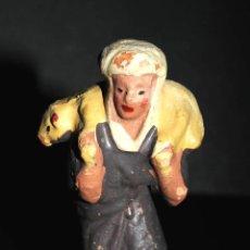 Figuras de Belén: FIGURA DE BELEN O PESEBRE EN TERRACOTA, MUJER CON CORDERO. Lote 44869216
