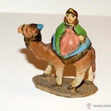 Figuras de Belén: FIGURA DE BELEN O PESEBRE EN TERRACOTA, PERSONAJE EN CAMELLO. Lote 45531644