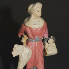 Figuras de Belén: FIGURA DE BELEN O PESEBRE EN TERRACOTA, MUJER CON CESTA Y GALLINA. Lote 45740549