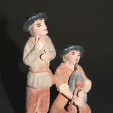 Figuras de Belén: FIGURA DE BELEN O PESEBRE EN TERRACOTA, HOMBRES TOCANDO LA GAITA. Lote 45740645