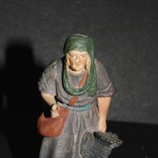 Figuras de Belén: FIGURA DE BELEN O PESEBRE EN ESTUCO MUJER CON GALLINA VER MARCAS EN LA BASE. Lote 46544397