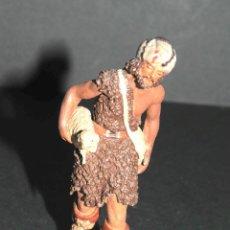 Figuras de Belén: FIGURA DE BELEN O PESEBRE EN TERRACOTA FIRMADO DANIEL, PASTOR CON MORRAL Y CORDERO. Lote 47715567