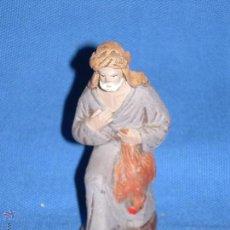 Figuras de Belén: FIGURA DE BARRO PARA EL BELEN - PASTOR CON GALLINA - BELEN DE 11 CM - ESTA 8 CM. Lote 48627234