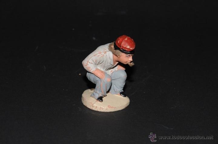 FIGURA DE BELEN O PESEBRE EN PLASTICO, CAGANER (Coleccionismo - Figuras de Belén)