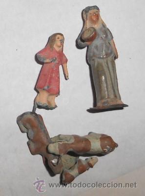 LOTE DE 2 PASTORES Y FAMILIA DE VACAS DE PLOMO (Coleccionismo - Figuras de Belén)