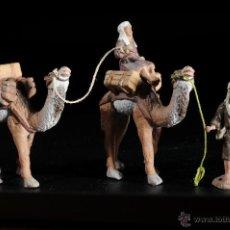 Figurines pour Crèches de Noël: FIGURAS DE BELEN O PESEBRE EN TERRACOTA HOMBRES CON CAMELLOS. Lote 51687496