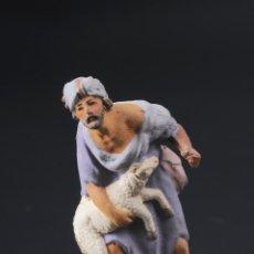 Figuras de Belén: FIGURA DE BELEN O PESEBRE EN TERRACOTA HOMBRE CON CORDERO. Lote 53978669