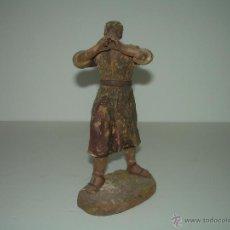 Figuras de Belén: MUY ANTIGUA FIGURA DE TERRACOTA....PASTOR CON FLAUTA.. Lote 54760355