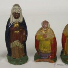 Figuras de Belén: LOTE DE 3 REYES MAGOS Y UN PAJE EN TERRACOTA POLICROMADA. SIGLO XIX.. Lote 52475413