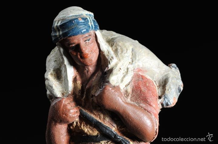 Figuras de Belén: FIGURA DE BELEN O PESEBRE EN TERRACOTA PASTOR CON CORDERO AL HOMBRO - Foto 3 - 55392534