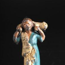 Figuras de Belén: FIGURA DE BELEN O PESEBRE EN PLOMO PASTOR CON CORDERO AL HOMBRO. Lote 55683809