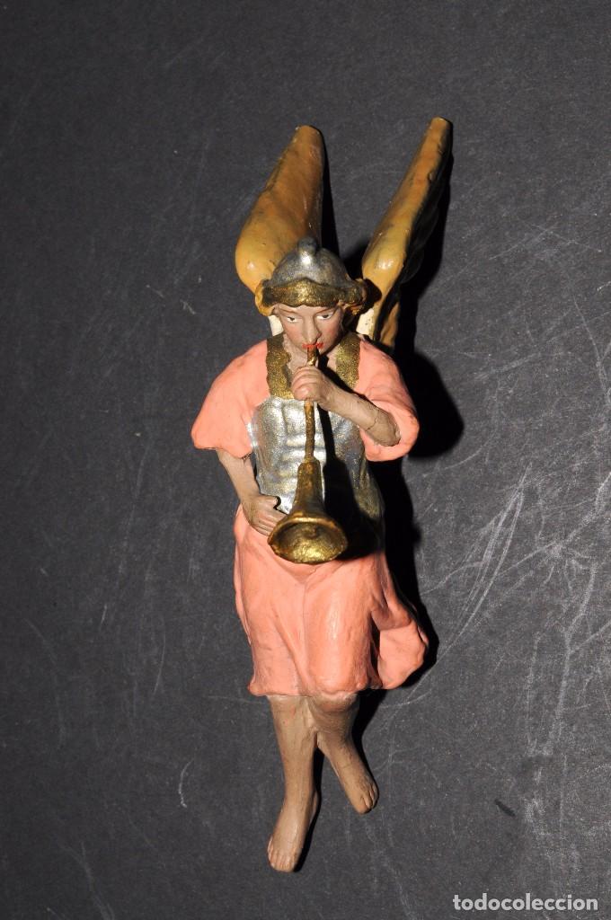 Figuras de Belén: Precioso ARCANGEL CON TROMPETA para BELEN o PESEBRE. Terracota pintada. 13 ctms. alt. - Foto 2 - 61758208