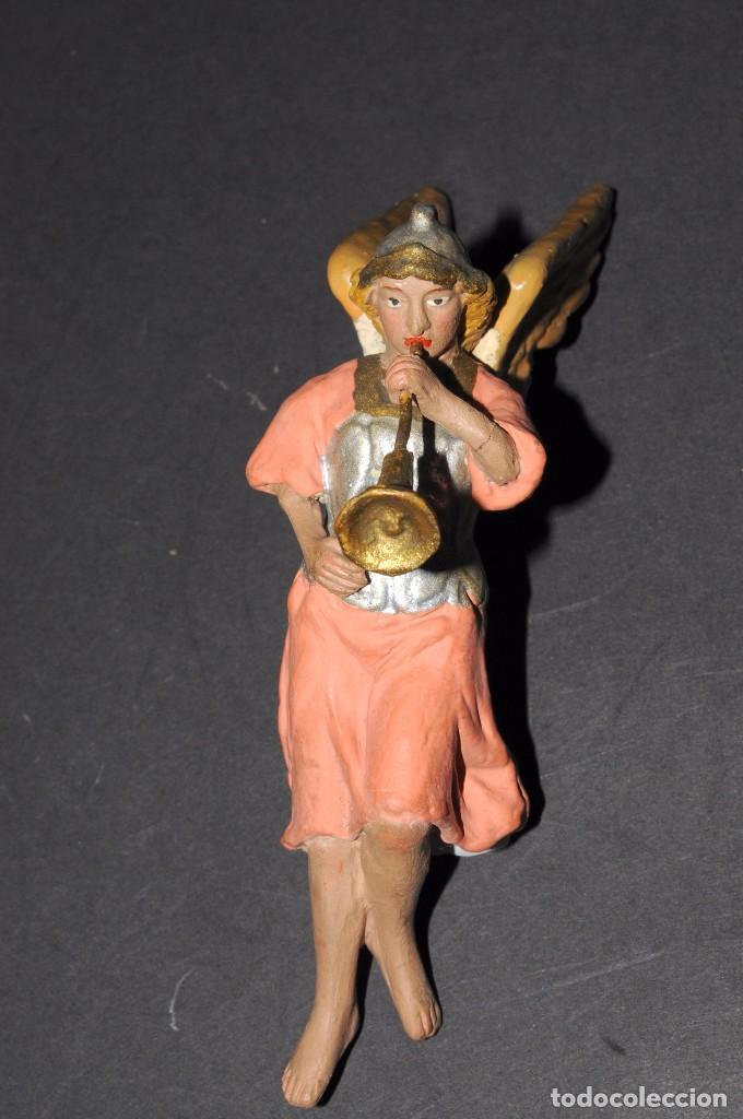 Figuras de Belén: Precioso ARCANGEL CON TROMPETA para BELEN o PESEBRE. Terracota pintada. 13 ctms. alt. - Foto 3 - 61758208