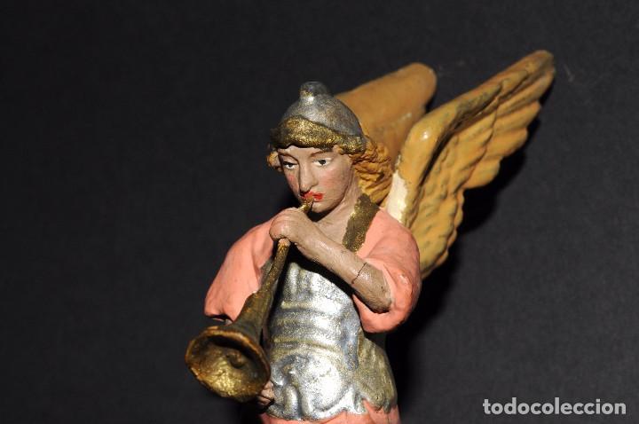 Figuras de Belén: Precioso ARCANGEL CON TROMPETA para BELEN o PESEBRE. Terracota pintada. 13 ctms. alt. - Foto 5 - 61758208