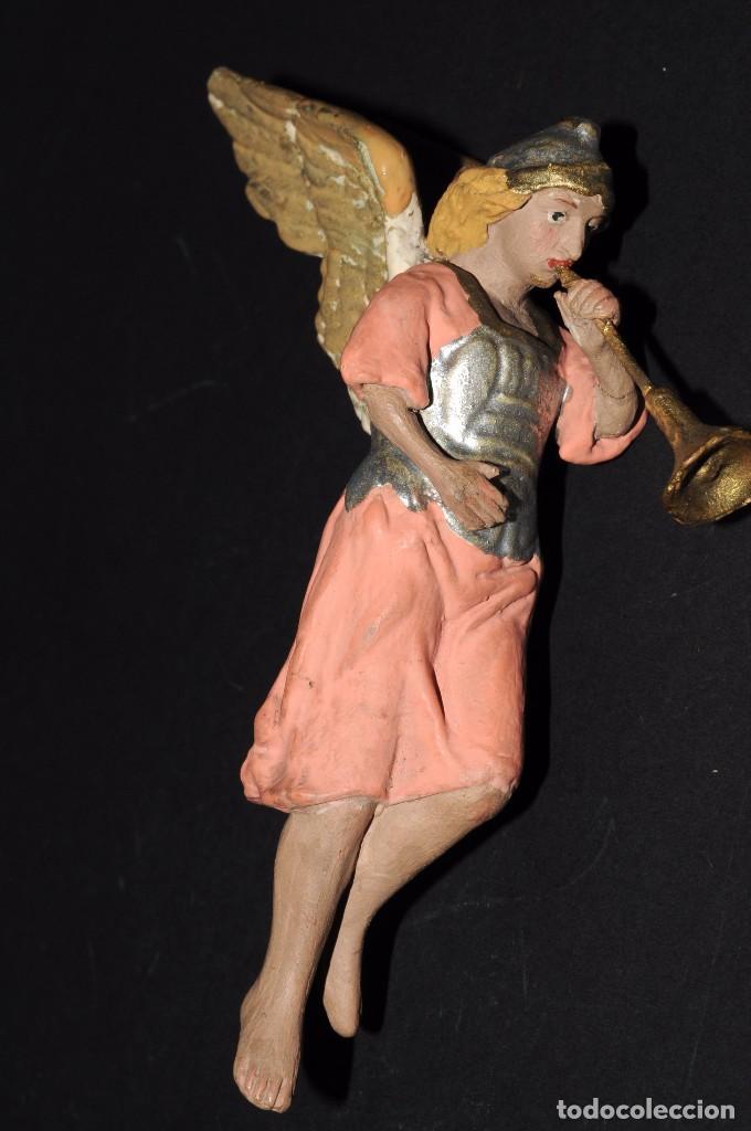 Figuras de Belén: Precioso ARCANGEL CON TROMPETA para BELEN o PESEBRE. Terracota pintada. 13 ctms. alt. - Foto 6 - 61758208