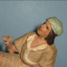 Figuras de Belén: FIGURA PASTOR PESEBRE (BELEN) EN TERRACOTA, BARRO, PINTADA, 12-13CM. Lote 35933205