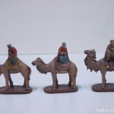 Figuras de Belén: ANTIGUA FIGURA DE BELEN DE TERRACOTA LOS TRES REYES MAGOS EN CAMELLOS-REY MAGO EN CAMELLO 8-8,5CMTS. Lote 66861498
