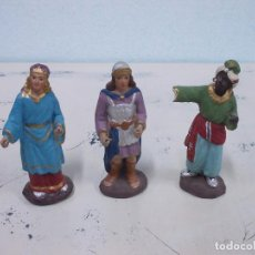 Figuras de Belén: ANTIGUA FIGURA DE BELEN DE ESTUCO -TRES PAJES -11 - 11,5CMTS - MANOS DE PLOMO. Lote 69249697