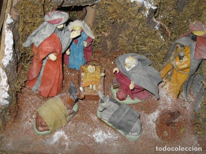 OFERTA DIORAMA GRANDE BELEN COMPOSICION PORTAL CON REYES MAGOS FIGURAS CON ROPA AUTENTICA Y CASAS (Coleccionismo - Figuras de Belén)