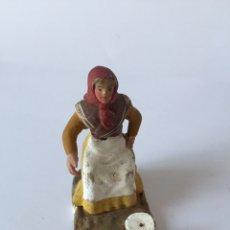 Figuras de Belén: PEQUEÑA FIGURA PARA BELEN NACIMIENTO PESEBRE EN BARRO O TERRACOTA. Lote 96879467
