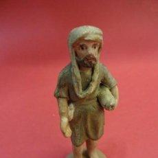 Figuras de Belén: PASTOR EN TERRACOTA PINTADA. BELEN-PESEBRE. MIDE 8 CTMS. DE ALTO. Lote 97784995