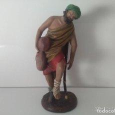 Figuras de Belén: ANTIGUA FIGURA BELÉN MURCIANO FIRMADO ORTIGAS 725 12 MURCIA COJO CON MULETA. . Lote 103937835