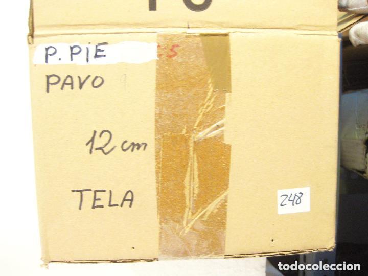 Figuras de Belén: Figura de barro para nacimiento de 12 cm. Pastor con pavo, saya azul. Artesanía Guillén. Murcia. - Foto 3 - 105233167