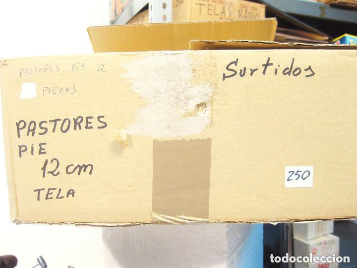 Figuras de Belén: Figura de barro y tela para nacimiento de 12 cm. Herrador, camisa ocre. Artesanía Guillén. Murcia. - Foto 3 - 105233426