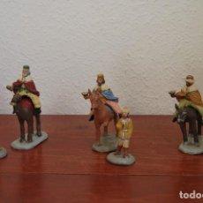 Figuras de Belén: ANTIGUOS REYES MAGOS CON SUS PAJES - CAMELLO, CABALLO Y BURRO - FIGURAS DE BARRO - BELÉN -NACIMIENTO. Lote 107954071