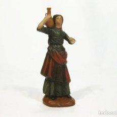 Figuras de Belén: FIGURA DE BARRO PARA NACIMIENTO DE 14 CM. PASTORA CON ÁNFORA. ARTESANÍA M. AMO. MURCIA.. Lote 105398334