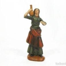 Figuras de Belén: FIGURA DE BARRO PARA NACIMIENTO DE 14 CM. PASTORA CON ÁNFORA. ARTESANÍA M. AMO. MURCIA.. Lote 105398639