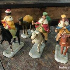 Figuras de Belén: REYES MAGOS EN CAMELLO CON LOS CAMELLOS DE LOS PAJES - BELEN MURCIANO BARRO O TERRACOTA. Lote 105592647