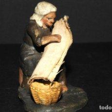 Figuras de Belén: FIGURA DE BELEN O PESSEBRE EN BARRO O TERRACOTA - MUJER. Lote 106002171