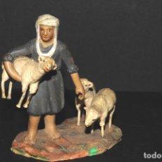 Figuras de Belén: FIGURA DE BELEN O PESSEBRE EN BARRO O TERRACOTA - PASTOR CON OVEJAS. Lote 195431747