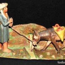 Figuras de Belén: FIGURA DE BELEN O PESSEBRE EN BARRO O TERRACOTA - PERSONAJE CON BURRO. Lote 107836331