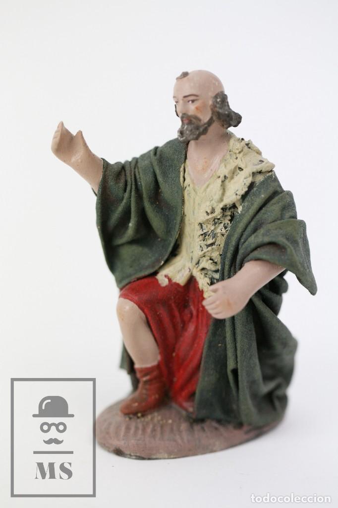 FIGURITA ARTESANAL DE NACIMIENTO / BELÉN DE BARRO Y TELA ENCOLADA - PASTOR DE RODILLAS - ALT. 10 CM (Coleccionismo - Figuras de Belén)
