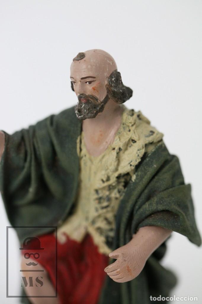 Figuras de Belén: Figurita Artesanal de Nacimiento / Belén de Barro y Tela Encolada - Pastor de Rodillas - Alt. 10 cm - Foto 2 - 111025347
