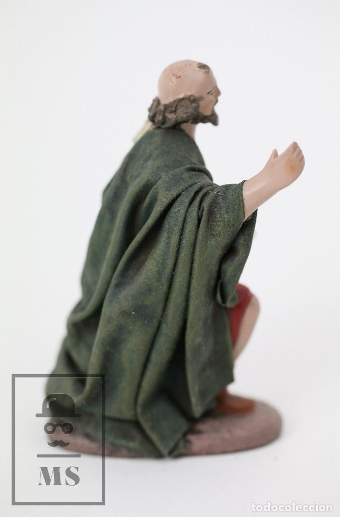 Figuras de Belén: Figurita Artesanal de Nacimiento / Belén de Barro y Tela Encolada - Pastor de Rodillas - Alt. 10 cm - Foto 3 - 111025347