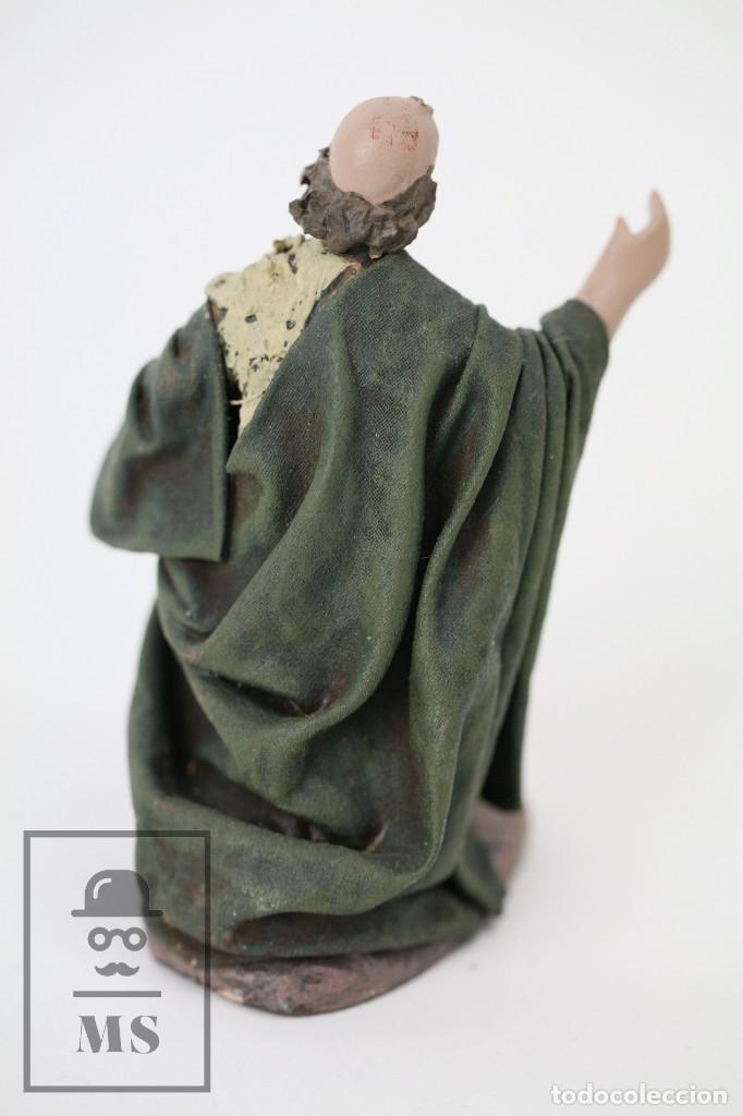 Figuras de Belén: Figurita Artesanal de Nacimiento / Belén de Barro y Tela Encolada - Pastor de Rodillas - Alt. 10 cm - Foto 5 - 111025347