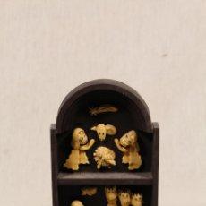 Figuras de Belén: BELEN - NACIMIENTO - EN MADERA Y RESINA. Lote 111205503