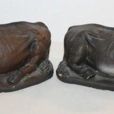 Figuras de Belén: GRANDES FIGURAS DE BELÉN EN TERRACOTA POLICROMADA - ESCUELA OLOTINA - BUEY Y MULA. Lote 111783203