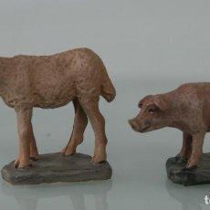 Figuras de Belén: FIGURAS DE ANIMALES OVEJA Y CERDO DE BELEN NACIMIENTO PESEBRE COLECCIONABLE COLECCIÓN DEL PRADO. Lote 114981383