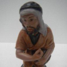 Figuras de Belén: PASTOR Nº11 ADORANDO ZURRON BARRO COCIDO TERRACOTA - PASTA CERAMICA SERIE 16 CMS DE J. L. MAYO BELEN. Lote 119122347