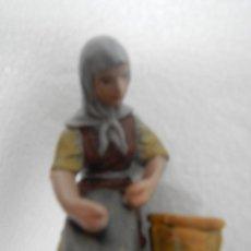 Figuras de Belén: PASTORA LAVANDERA BARRO COCIDO TERRACOTA - PASTA CERAMICA SERIE 10 CMS DE J. L. MAYO BELEN. Lote 119143819