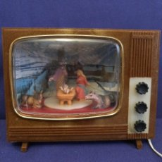 Figuras de Belén: TELEVIOR EN MINIATURA DE LOS AÑOS 60-70 CON NACIMIENTO.ES MUSICAL DE CUERDA.. Lote 119636615