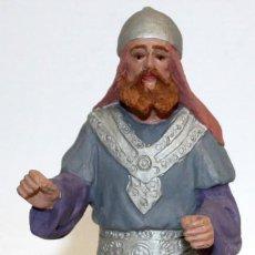 Figuras de Belén: MANUEL MUNS FERRERES (BARCELONA, 1903 - 1995) FIGURA DE BELEN EN TERRACOTA. PESSEBRE. 19 CMS. ALTURA. Lote 121340547
